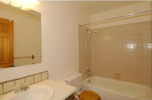 santa_fe_condo_bathroom_with_lots_of_tile-500
